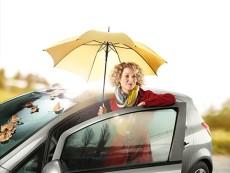 Mulheres no volante durante o outono